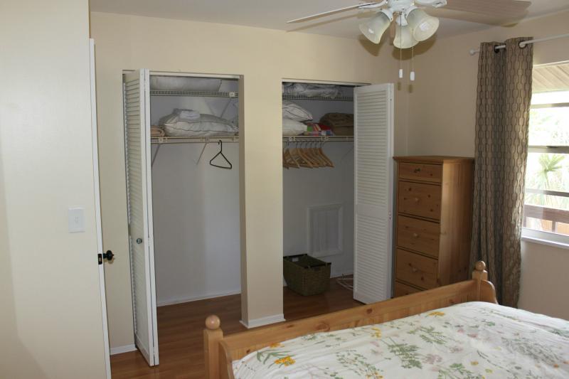 # 1 - armario enorme para todas tus pertenencias