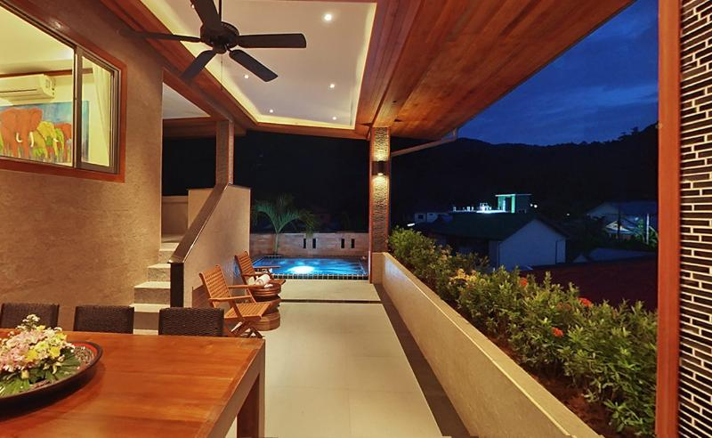 Downstairs patio with dipping jacuzzi pool