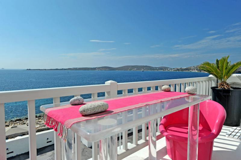 Villa Kastro-Luxury house in the Old Town of Paros, alquiler vacacional en Paros