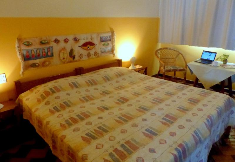 One of our atmospheric apartments with individual kitchen, bathroom, ar, Wi-Fi, Sky, LED-TV, cofre