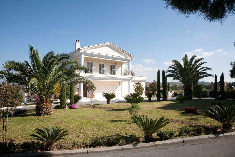 Villa Elena Perea, Thessaloniki, location de vacances à Aggelochori