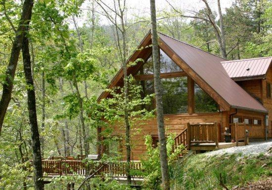 White Tail Hollow - Spacious, Romantic, and Comfortable - Wi-Fi and Outdoor Hot, holiday rental in Bryson City