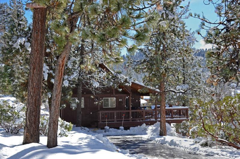 The front of Boulder Bay Getaway in Winter.