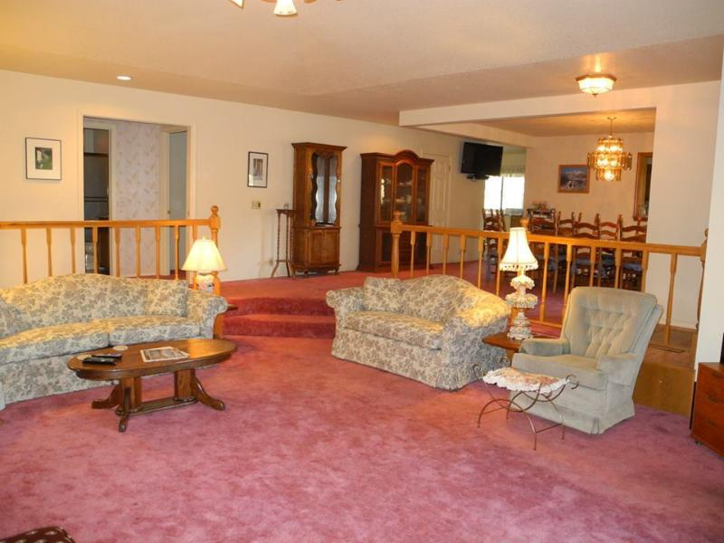 View towards dining room and breakfast nook