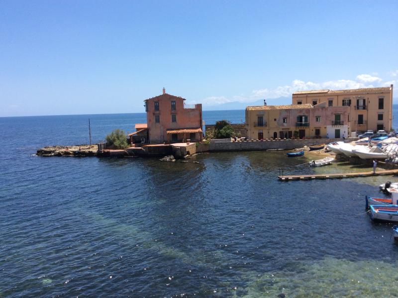 Casa chiara a 200 metri dalla spiaggia, holiday rental in Solanto