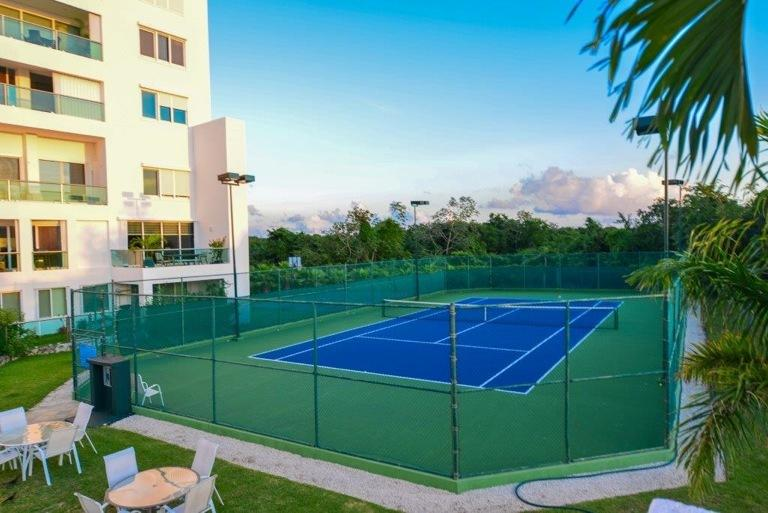 tennis court.....bring your gear and enjoy it