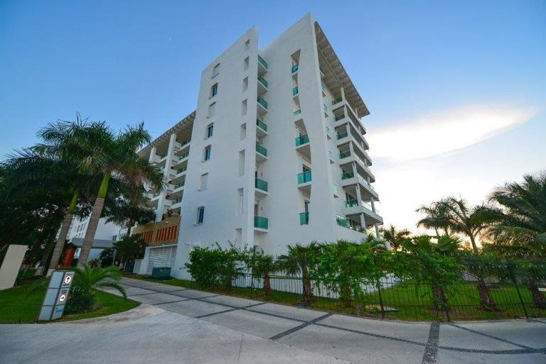 Palmar is a very nicely designed building with lovely, well kept gardens