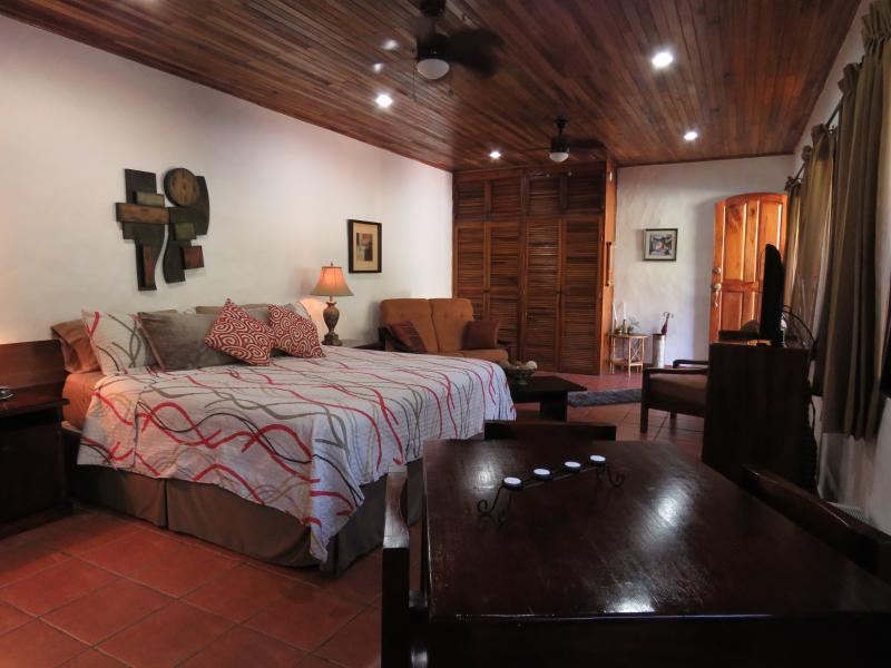 King bed, A/C, Kitchen, Living room area, WiFi