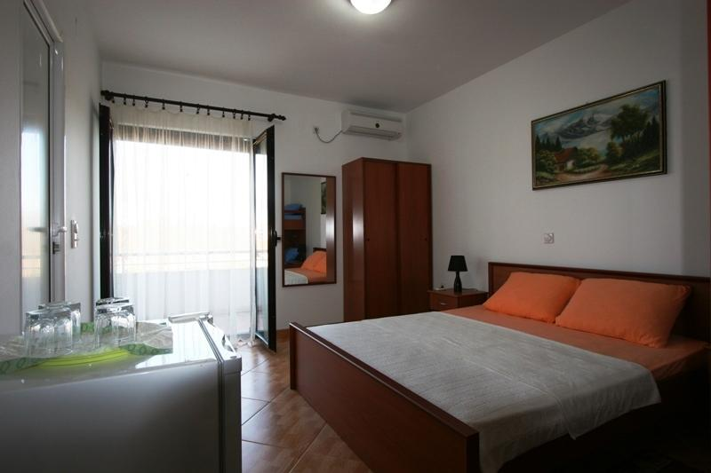 Apartments StellaMaris.Me Quad Room №1, holiday rental in Donji Stoj