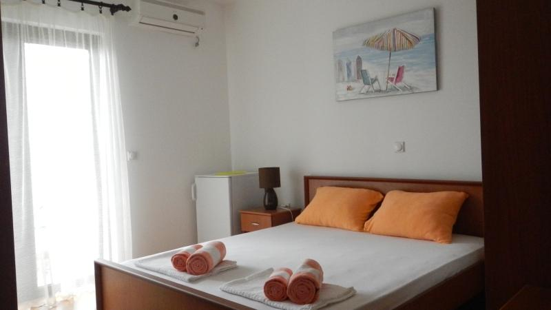 Apartments StellaMaris.Me Quad Room №2, holiday rental in Donji Stoj