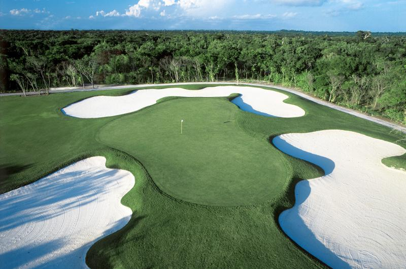Championship golf course with discounted rates for Grand Luxe guests.