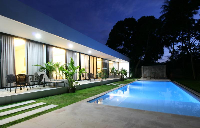 White Pool Villa -  Wave New 2BD Apartment, casa vacanza a Ya Nui
