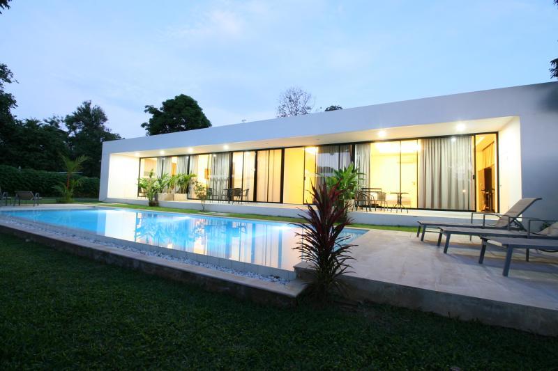 White Pool Villa - Breeze New 1BD Apartment, casa vacanza a Ya Nui