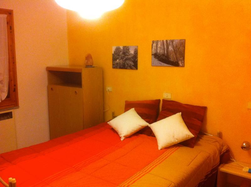 Dormitorio: cama doble + 1 escondite de cama individual