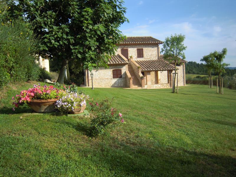 Casa Vacanze Il Pozzo - Appartamento Girasole, vacation rental in Lugnano in Teverina