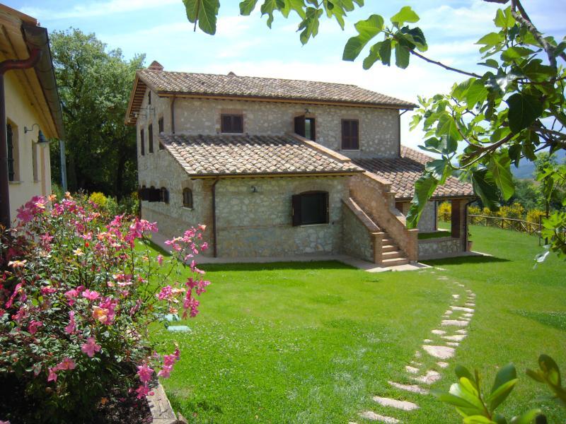 Casa Vacanze Il Pozzo - Appartamento Ginestra, vacation rental in Lugnano in Teverina