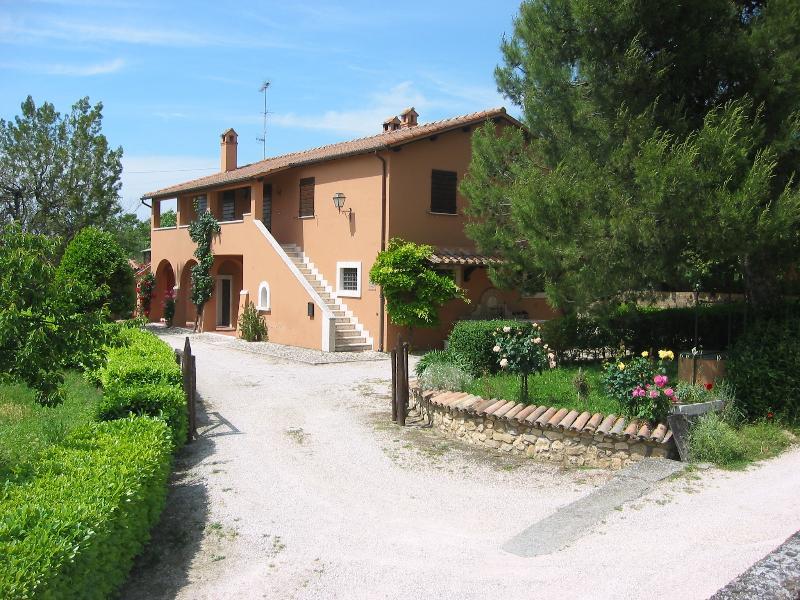 Casa Vacanze Il Pozzo - Appartamento Glicine, vacation rental in Lugnano in Teverina