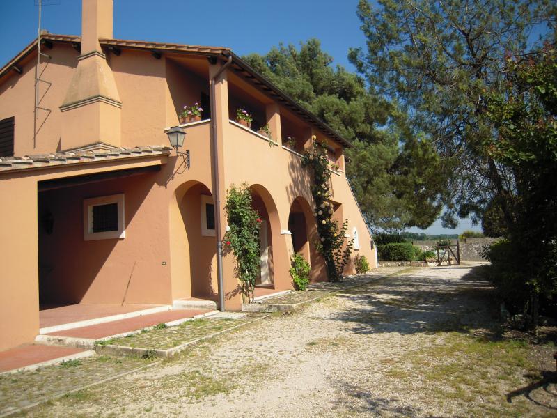 Casa Vacanze Il Pozzo - Appartamento Rosa, vacation rental in Lugnano in Teverina