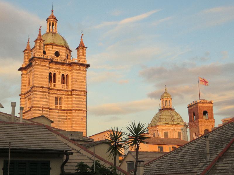 L'offre une vue du clocher de la cathédrale de San Lorenzo