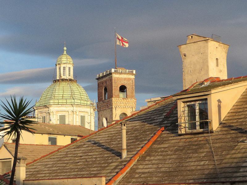 La grimaldina tour du Palais des Doges et la Canneto Torre Via Maruffo sur la longueur