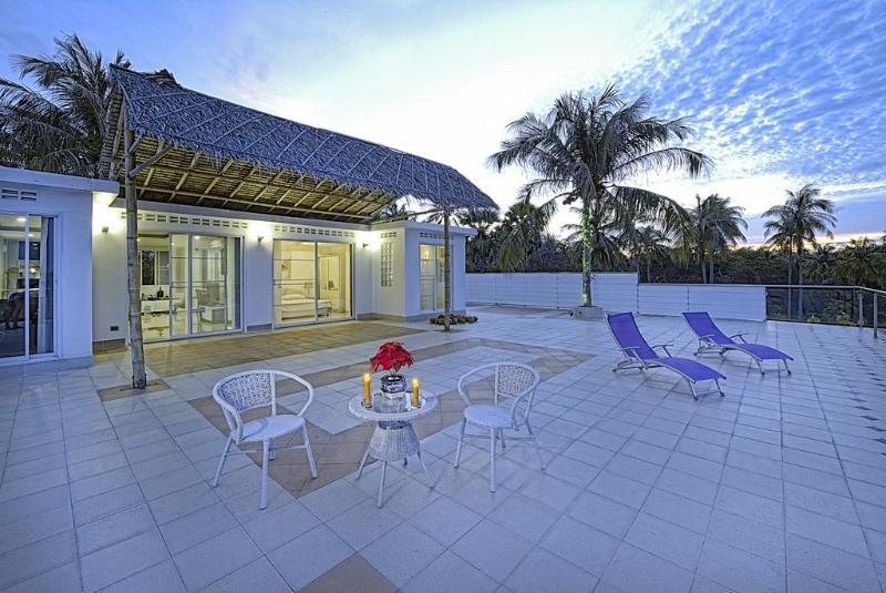 Sunset & Seaview Serenity Top Floor, casa vacanza a Ya Nui