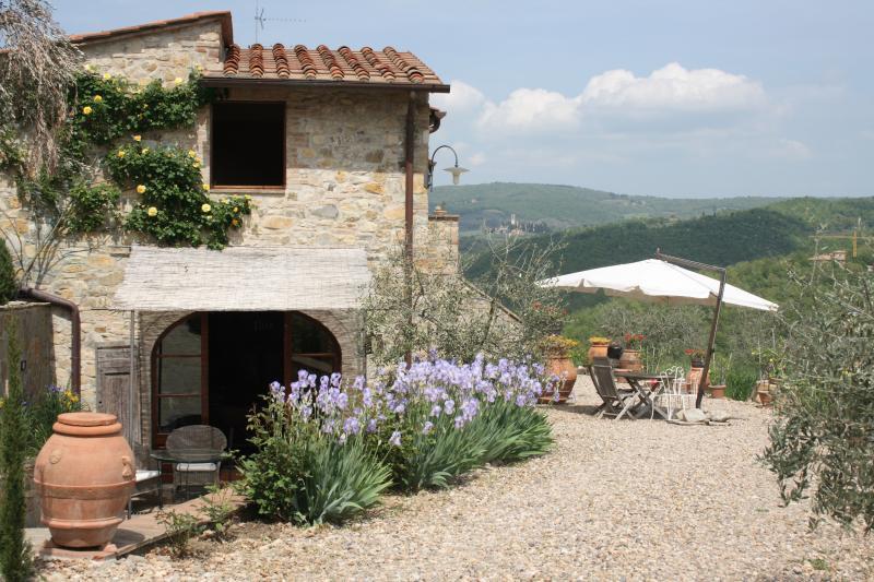 CASA AL POGGIO PERFECT LOCATION IN CHIANTI, holiday rental in Tavarnelle Val di Pesa