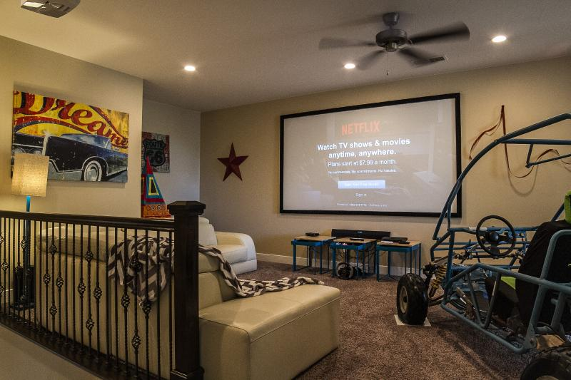 The Game Room / Theater Room is Awesome. 120' Projection HDTV, Dune Buggy, PS3, Netflix, BluRay, ETC