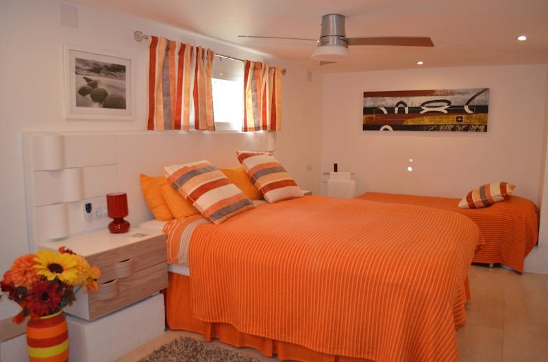 DOUBLE BEDROOM DOWNSTAIRS ALSO HAS A SINGLE BED