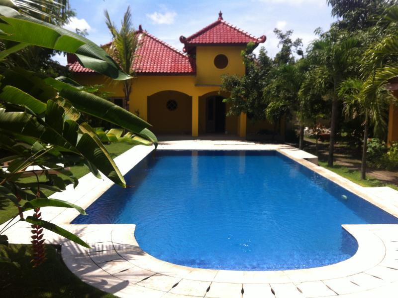 Ada Waktu, Yogyakarta,Spacious Bungalow, AC, Pool!, casa vacanza a Wonosari