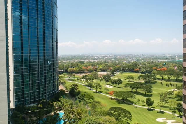 View to Manila golf course, Newport and NAIA from unit