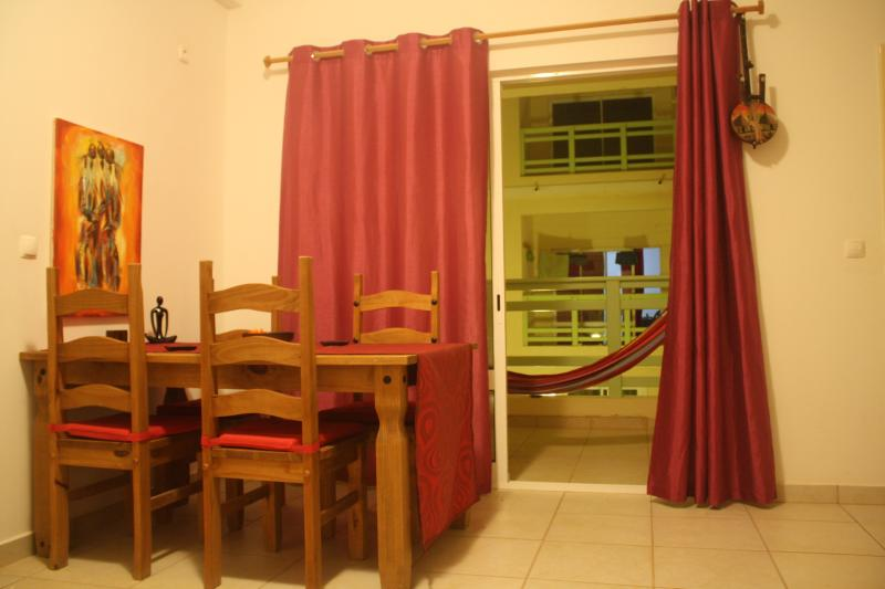Lovely apartment with hammock and shared pool, a minutes walk from the white sands of Cabral Beach