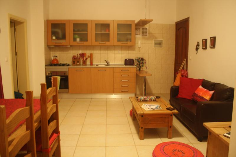 Fully equipped kitchen. Includes cool bag and picnicware for you to enjoy picnics on the beach!