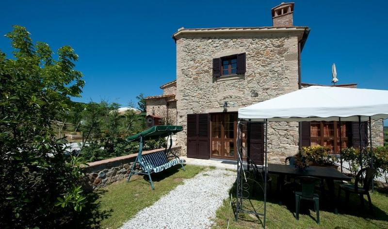 casale leona, quiet lodging, children friendly, swimming pool, countryside view, holiday rental in Rivalto