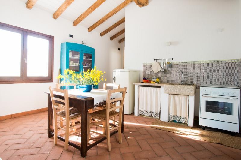 Living room with kitchenette - Soggiorno con cucina
