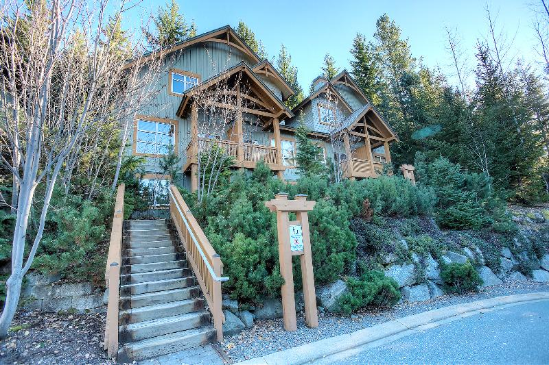 Whistler Ski In/out Luxury Townhome private h/tub Chalet in Whistler