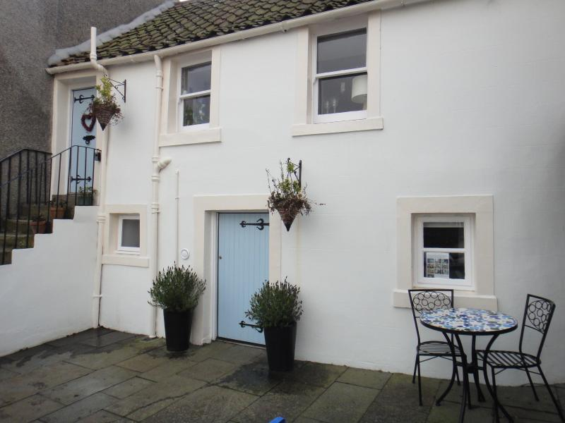 Kirkgate Cottage - quirky, traditional fisherman's cottage lovingly restored to create a modern home