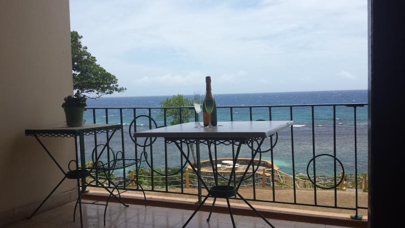 balcone appartamento con splendida vista mare