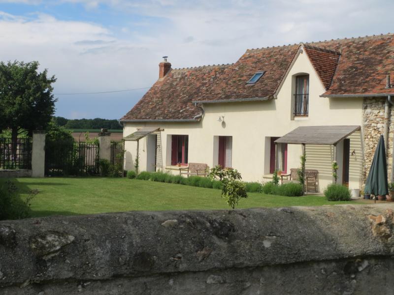 Noix, Les Limornieres, le Grand-Pressigny - Loire Valley self catering cottage, casa vacanza a Ferriere-Larcon