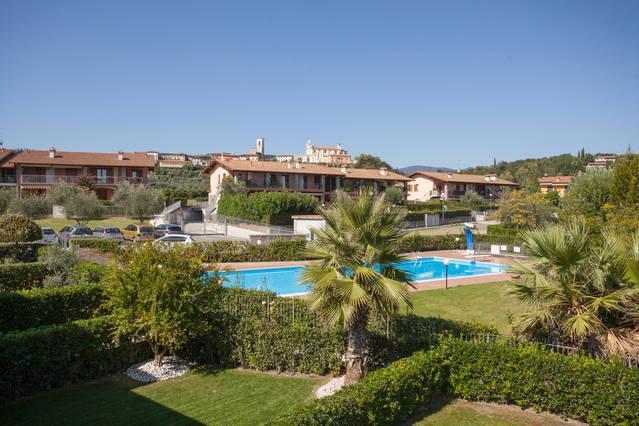 CASA AL GOLF - Trilocale con terrazzo e piscina, vacation rental in Soiano Del Lago
