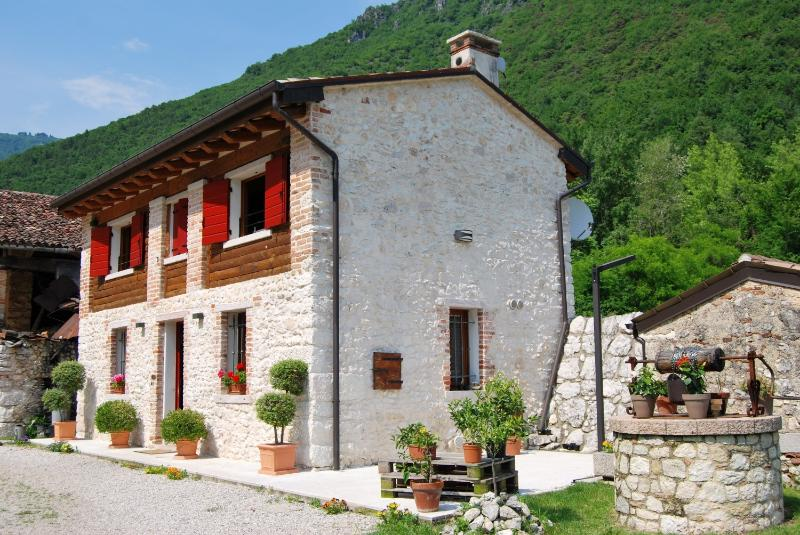 Country house 10 minutes from Bassano and Asolo, location de vacances à Bassano Del Grappa