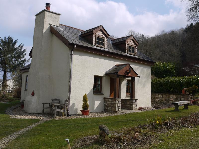 Character stone cottage overlooking beautiful Usk valley