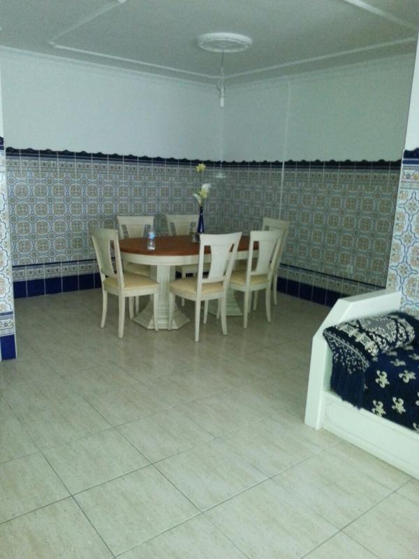 Moroccan sofas/tile pattern living room