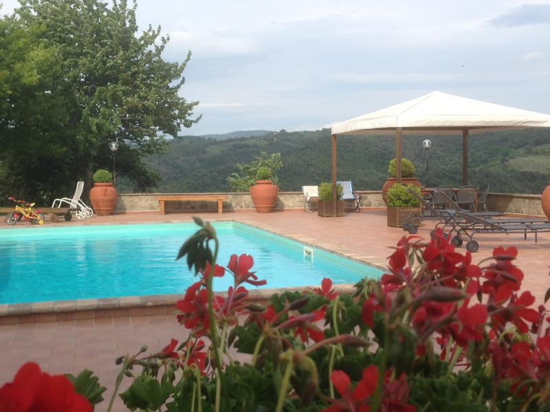 Todi/Collazzone agriturismo 'RIPA del PAVONE, location de vacances à Piedicolle