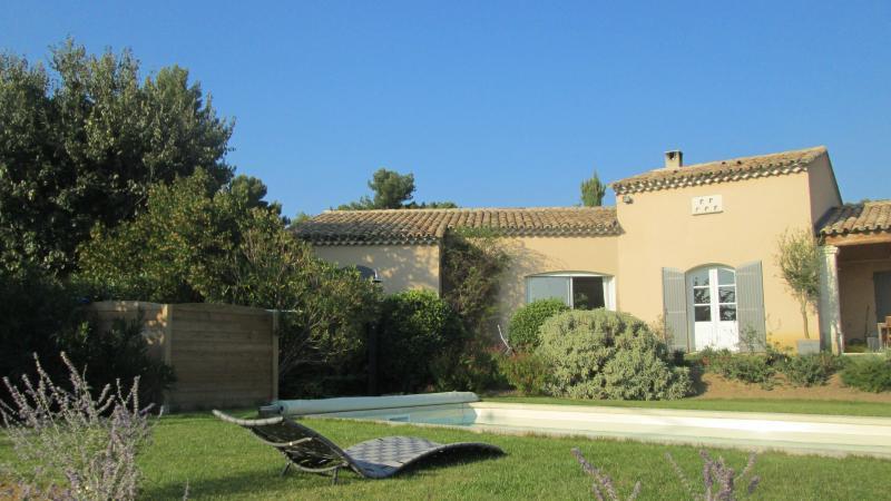 2 avis et 14 photos pour charmante maison avec piscine en - Hotels vaison la romaine avec piscine ...