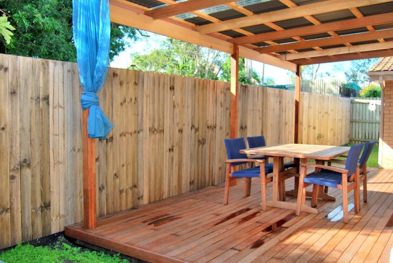 Rear entertainment deck with Bbq.