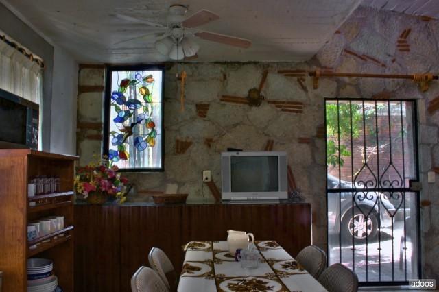 Appréciez le style rustique de cette maison