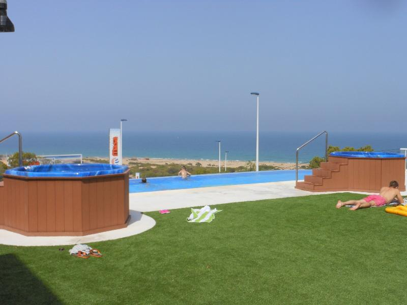 Heated infinity pool and two jacuzzis also with free Wi-Fi available