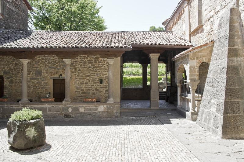 Historical House Medieval Abbey - Al Chiostro, vacation rental in Mozzo