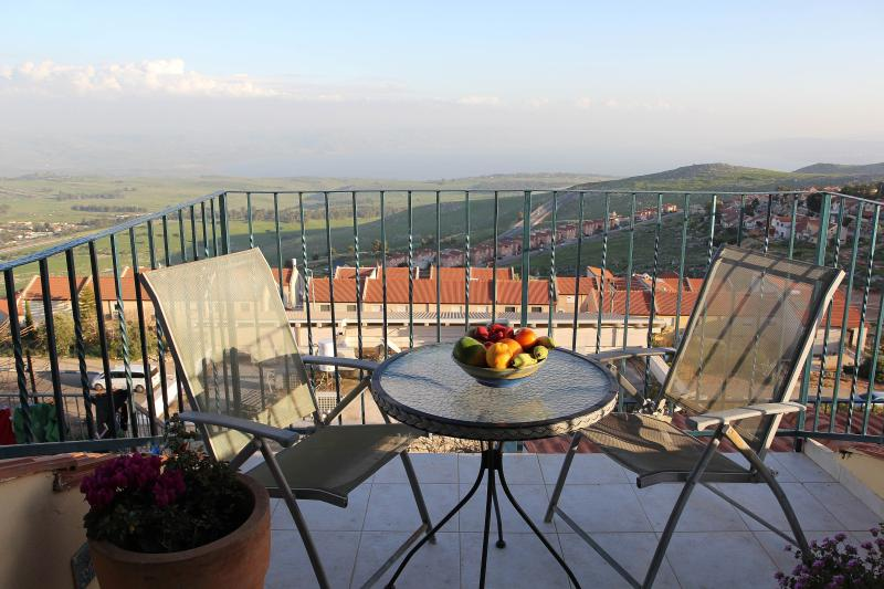 Galilee - Romantic for Couple - Panorama Lake View, holiday rental in Rosh Pina