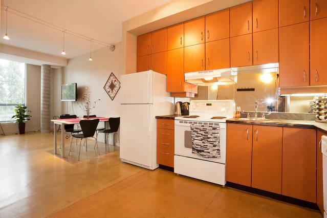 fully stocked kitchen!